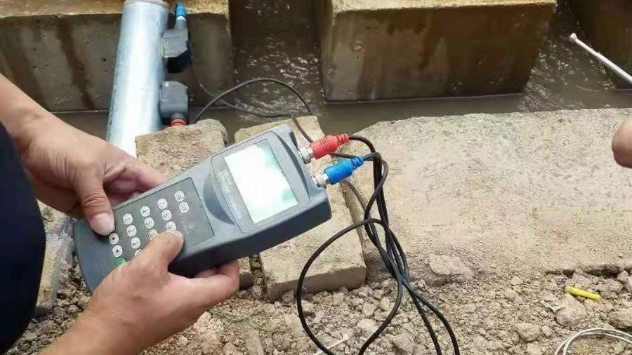 手持式超声波流量计现场使用