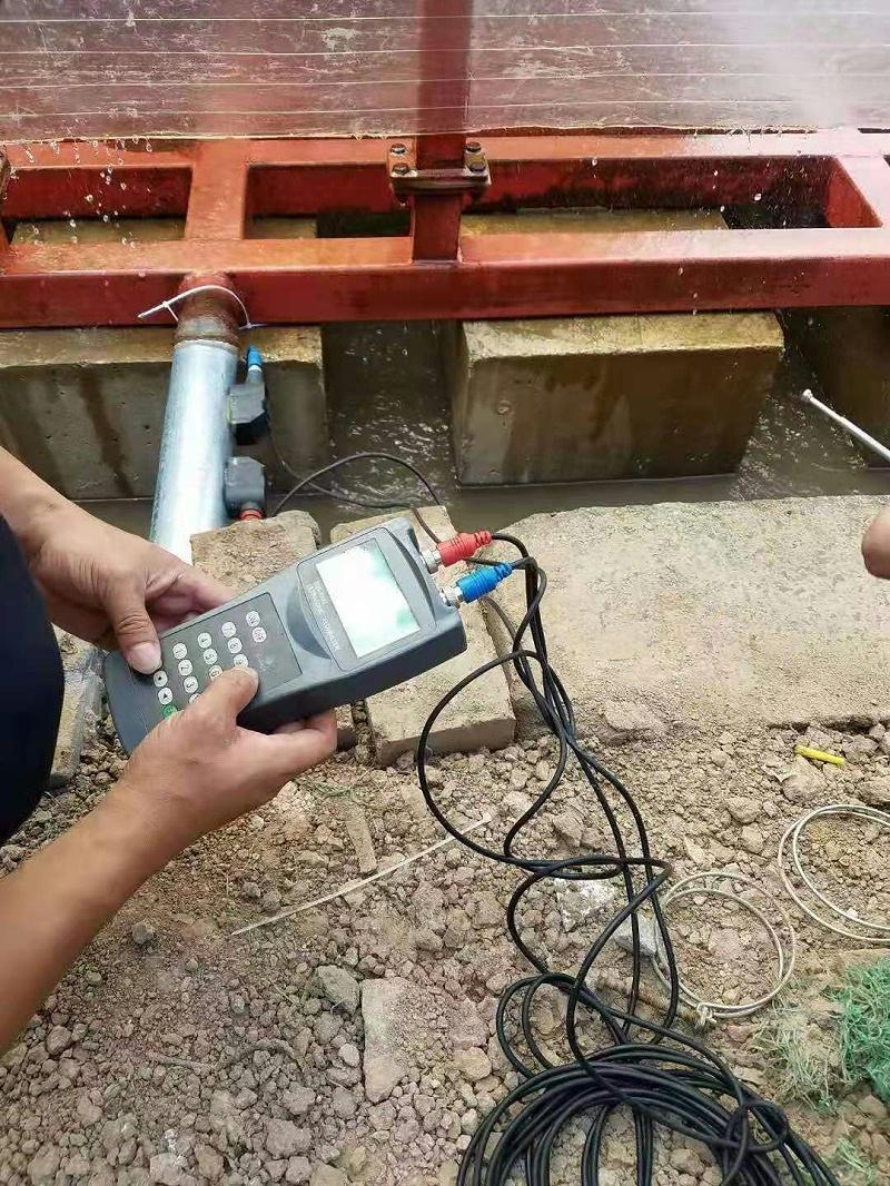 手持式超声波流量计现场